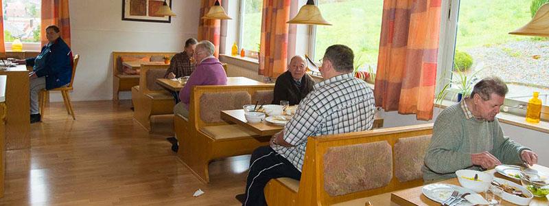 Unsere Bewohner beim gemeinsammen Mittagessen